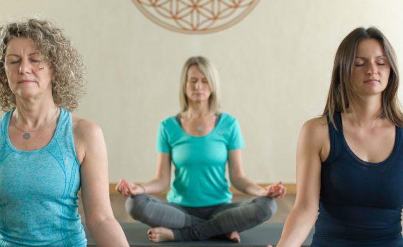 Faszien Yoga mit Jaennette bei YOGIH Montags 18.00 Uhr